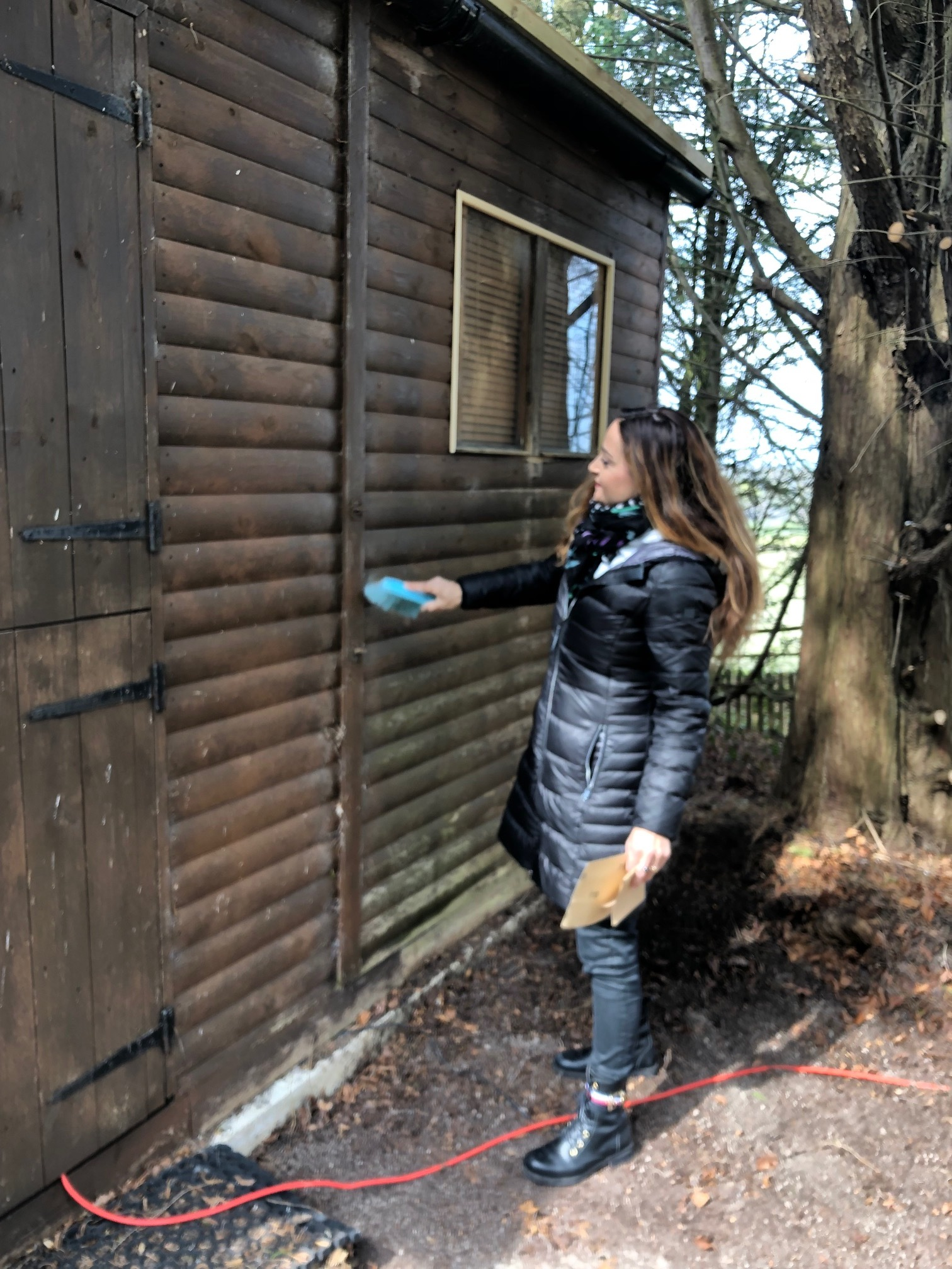 Alexia Weill lending a helping hand