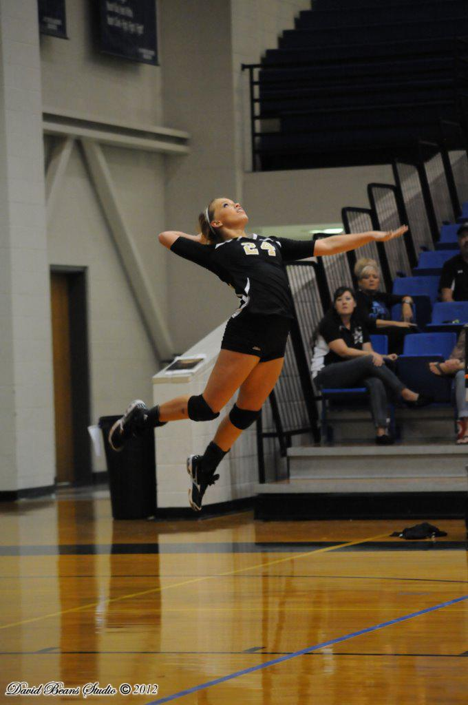 Kendall Jones playing volleyball