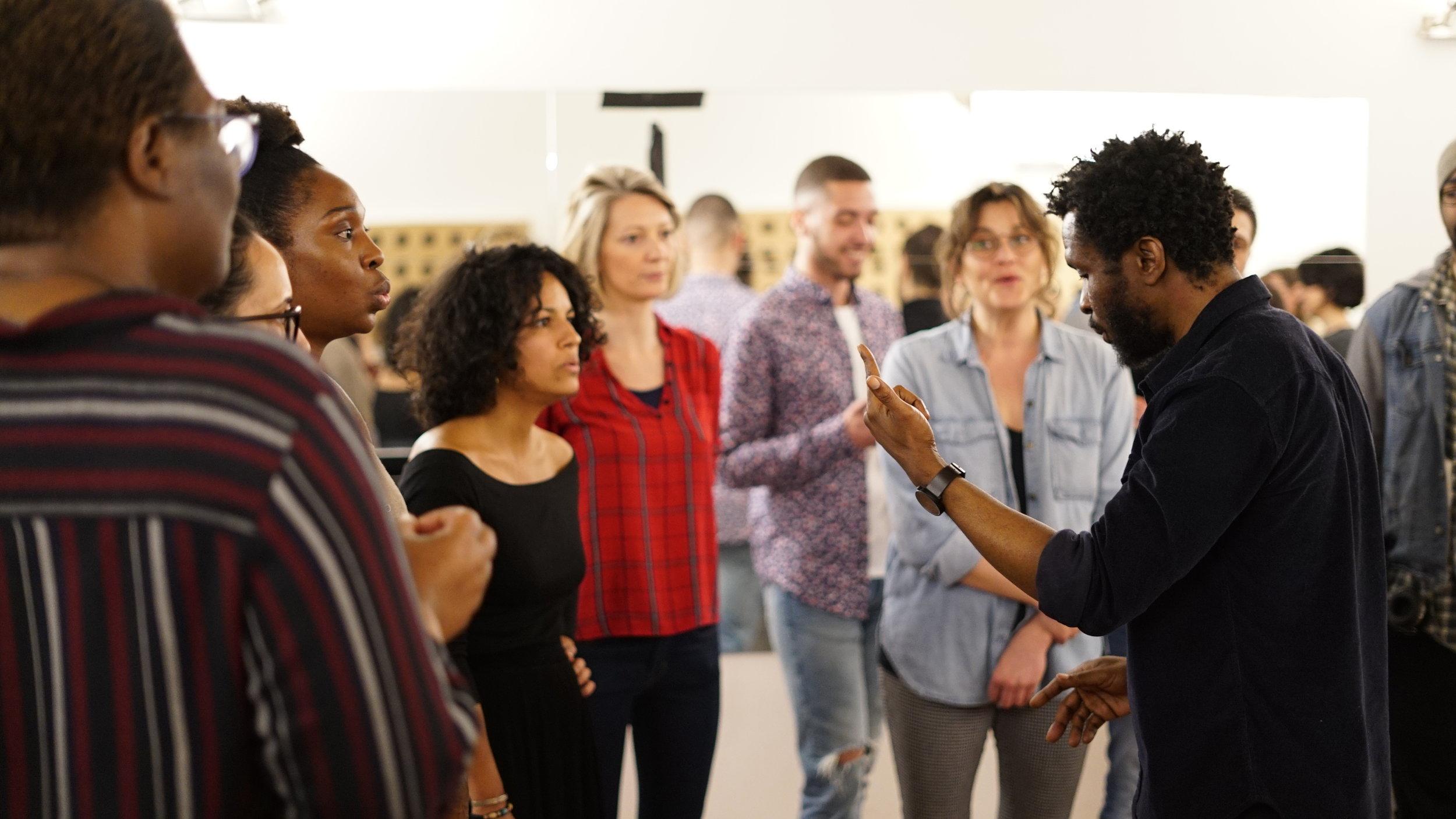 - Au programme, vous sera tout d'abord proposé une série d'exercices visant à maîtriser l'appareil vocal - placement du corps et du son, gestion de la respiration, expressivité vocale - suivie de la recherche d'un équilibre entre émotion et performance lors de l'apprentissage d'un chant gospel.
