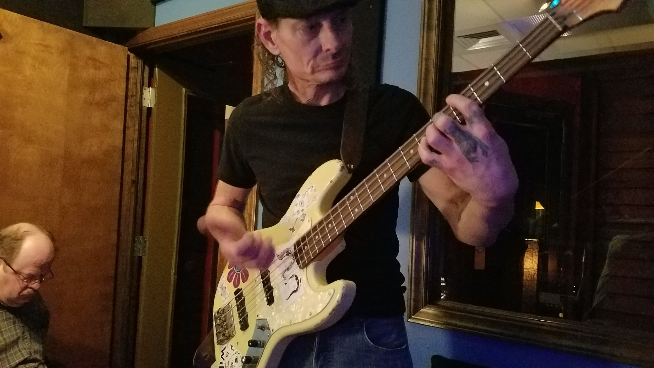 Bass DI / Hardcore Lounge