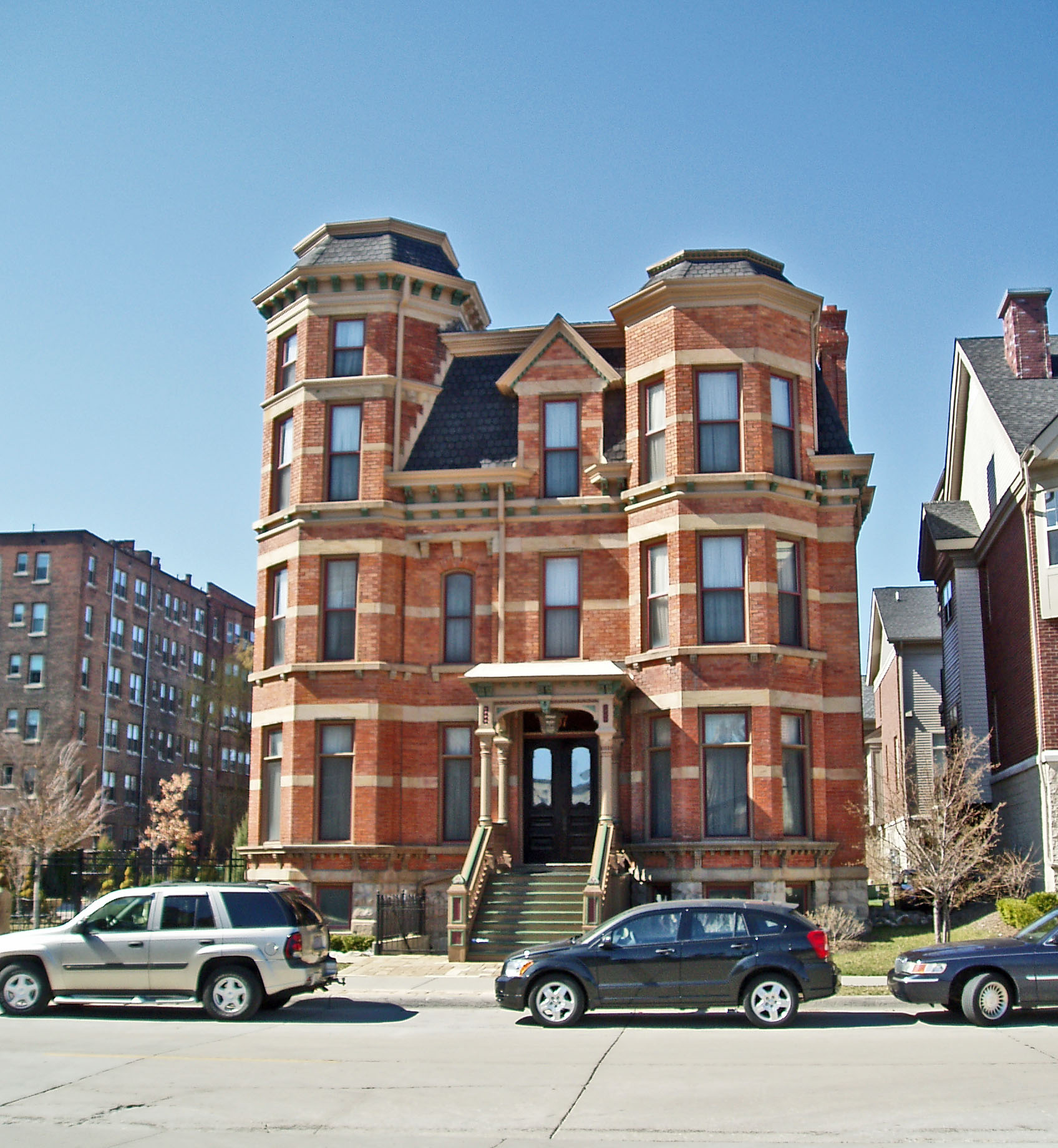 Inn on Winder  Brush Park   Housed in the original John Harvey Mansion, this small 10-room hotel features luxurious bedding, in-room massages, and more. Conveniently located in Brush Park near Comerica Park with convenient access to the QLine.     97 Winder Street 808.503.1443   Website