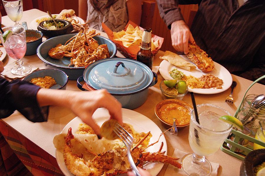 family_style_baja_lobster_dinner.jpg