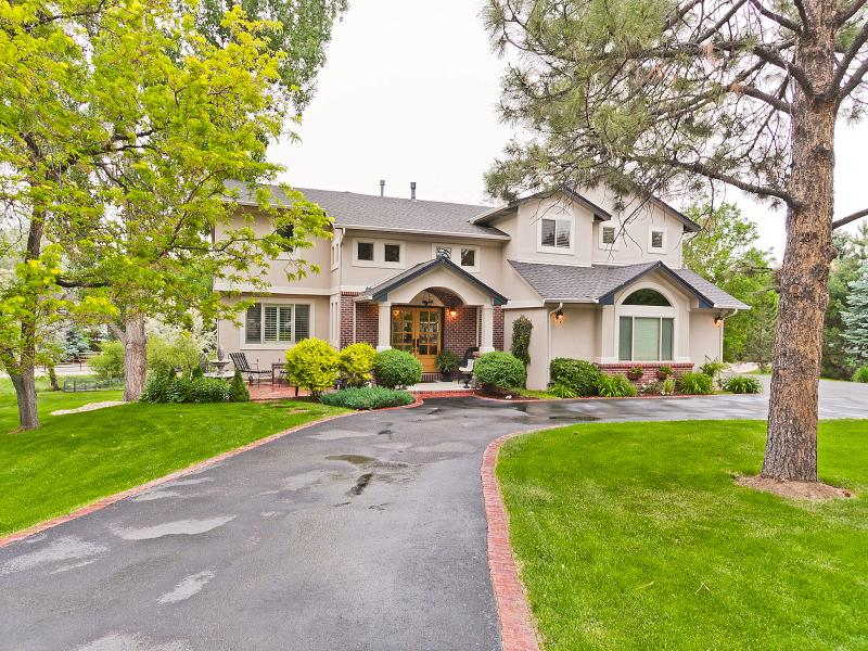 SOLD - March 2013: $1,225,000