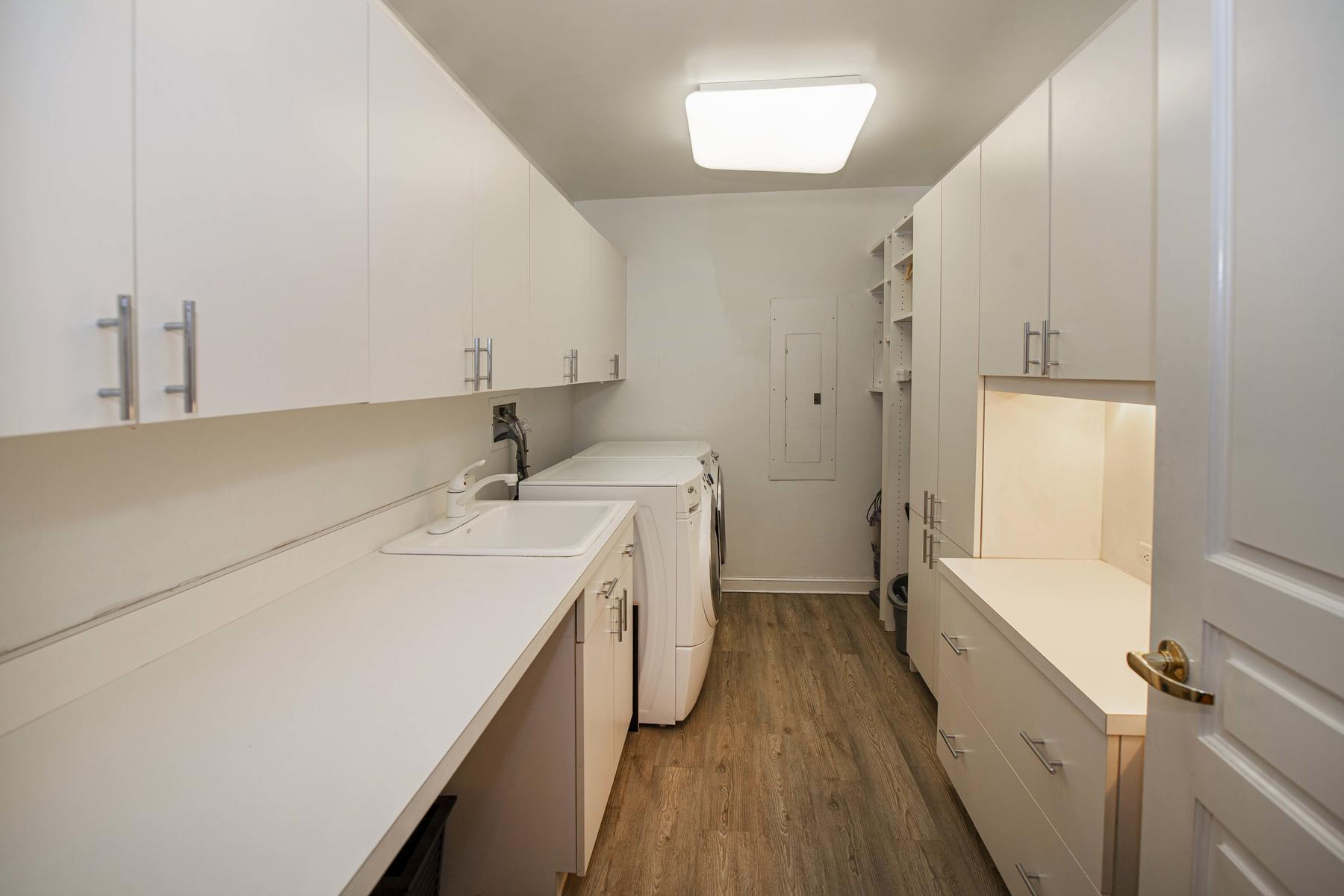 2400 Cherry Creek S Drive 209-025-017-Laundry Room-MLS_Size.jpg