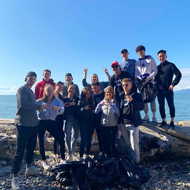 ☀️Some fun in the sun with the @adpi_ubc ! 🏖  This past Saturday, our organizations came together to make an afternoon out of cleaning Tower Beach, a staple of the UBC Campus and a frequented running trail. Just one example of our brothers helping to make a difference in the community.  #beachcleanup #help #volunteer #climatechange #makeadifference #sorority #fraternity #organization #savetheturtles