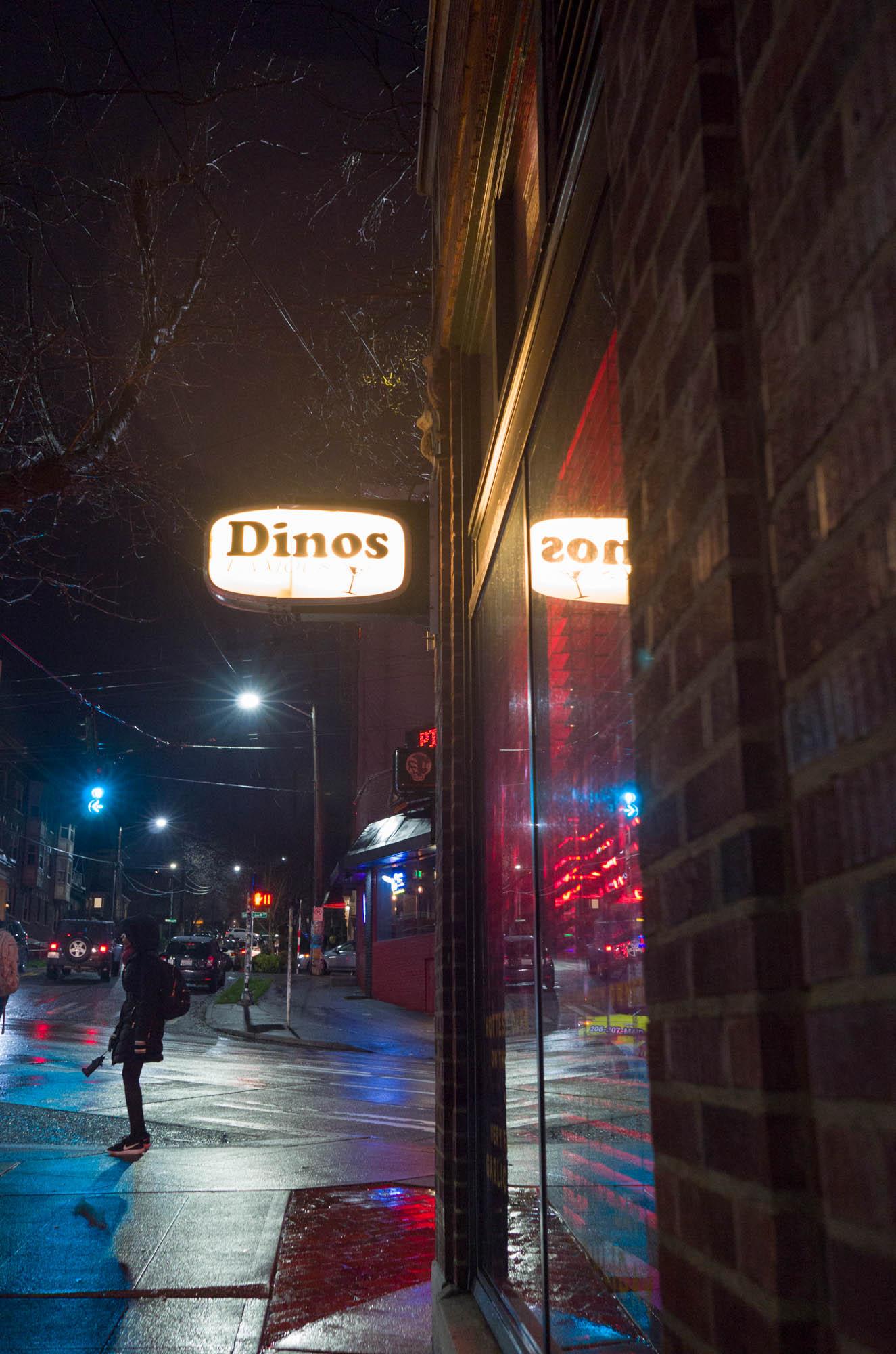 Dinos (night streetscape)