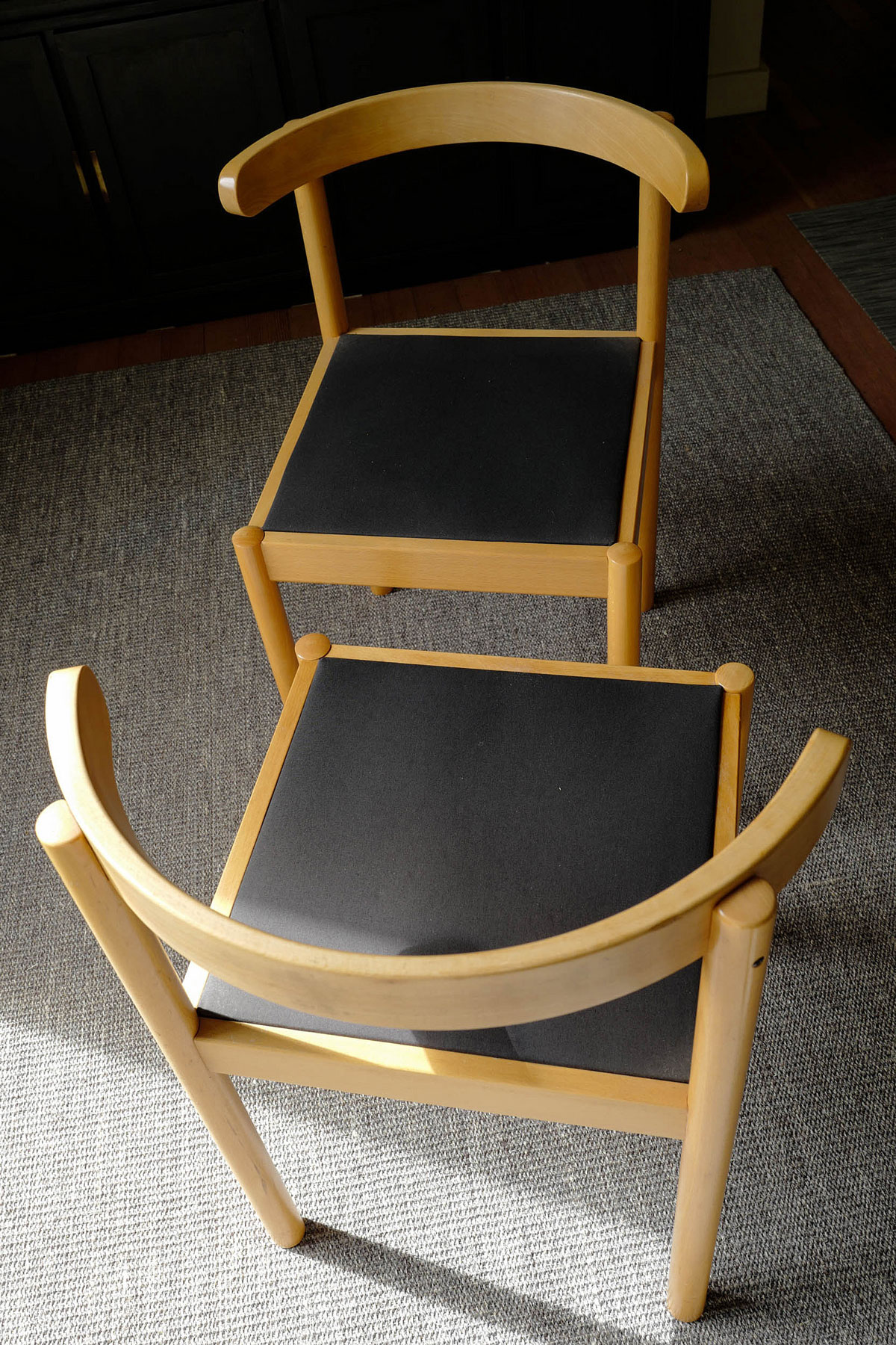 Two chairs available. (click to enlarge)