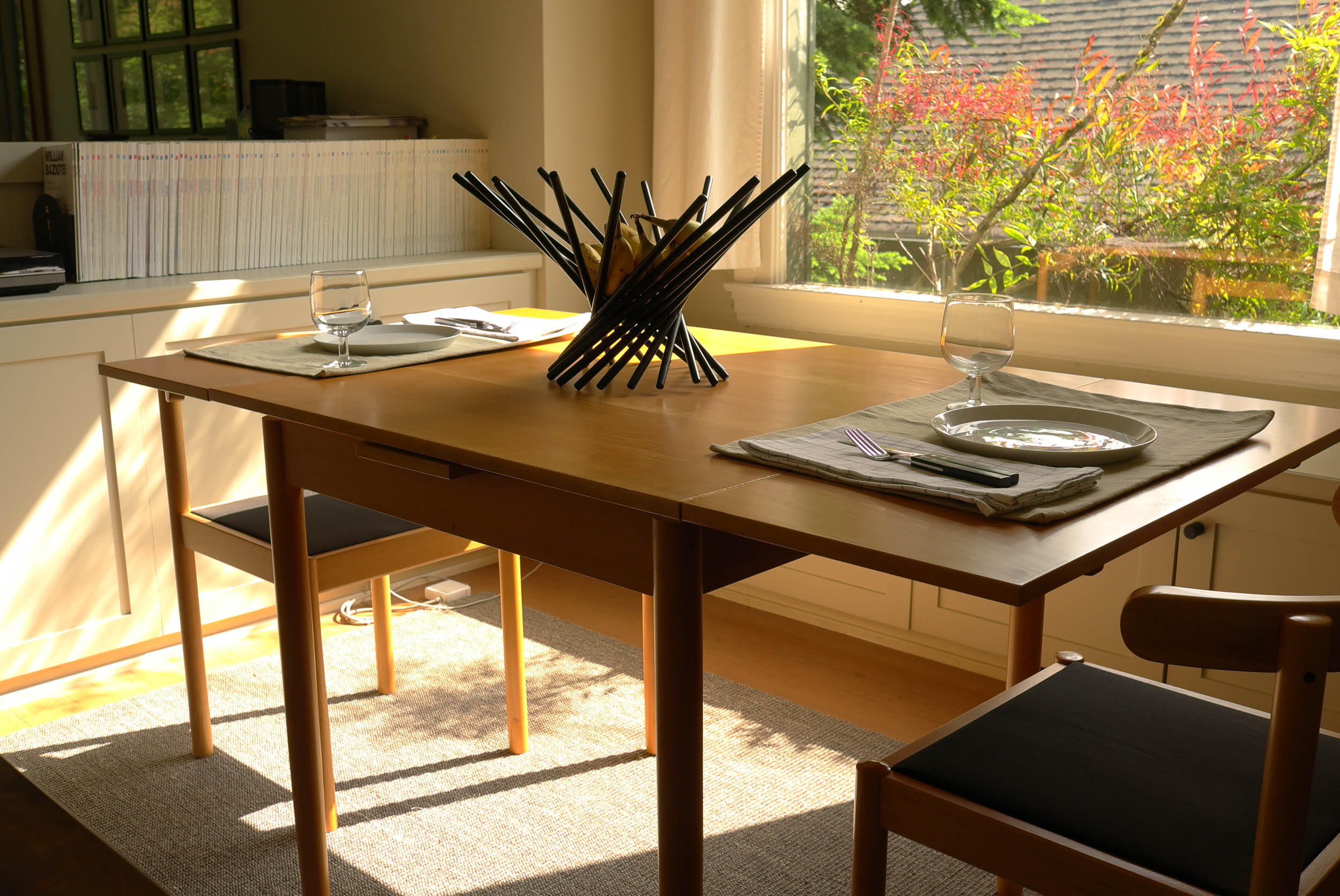 Table with leaves expanded.  Click to enlagre.