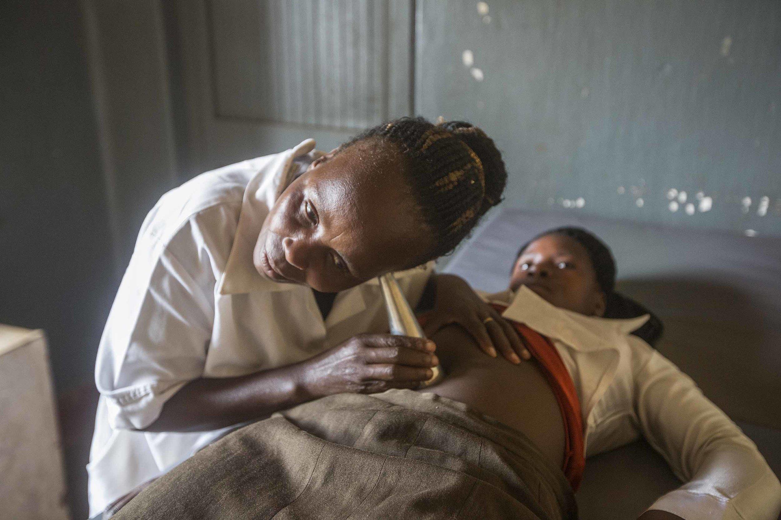 BAMA.MidwifeListeningFetalHeart.jpg