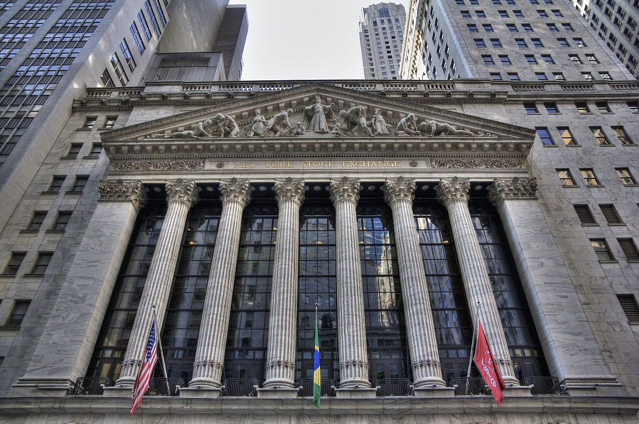 The building of the New York Stock Exchange is a well-known example of the Greek Revival architecture. Image courtesy of  TomasEE .