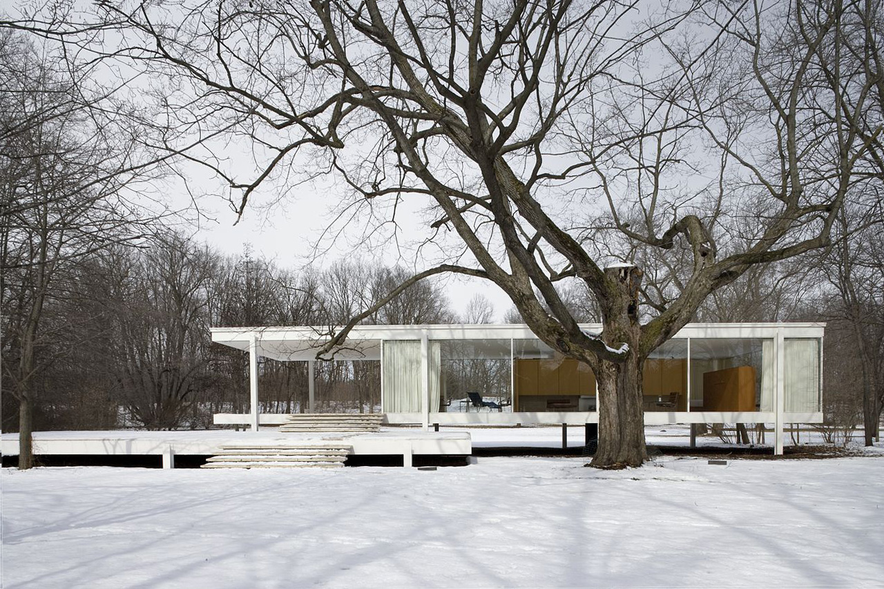 The Farnsworth House in Plano, Illinois is the perfect example of the minimalism of the International Style. Image courtesy of  Carol M. Highsmith .