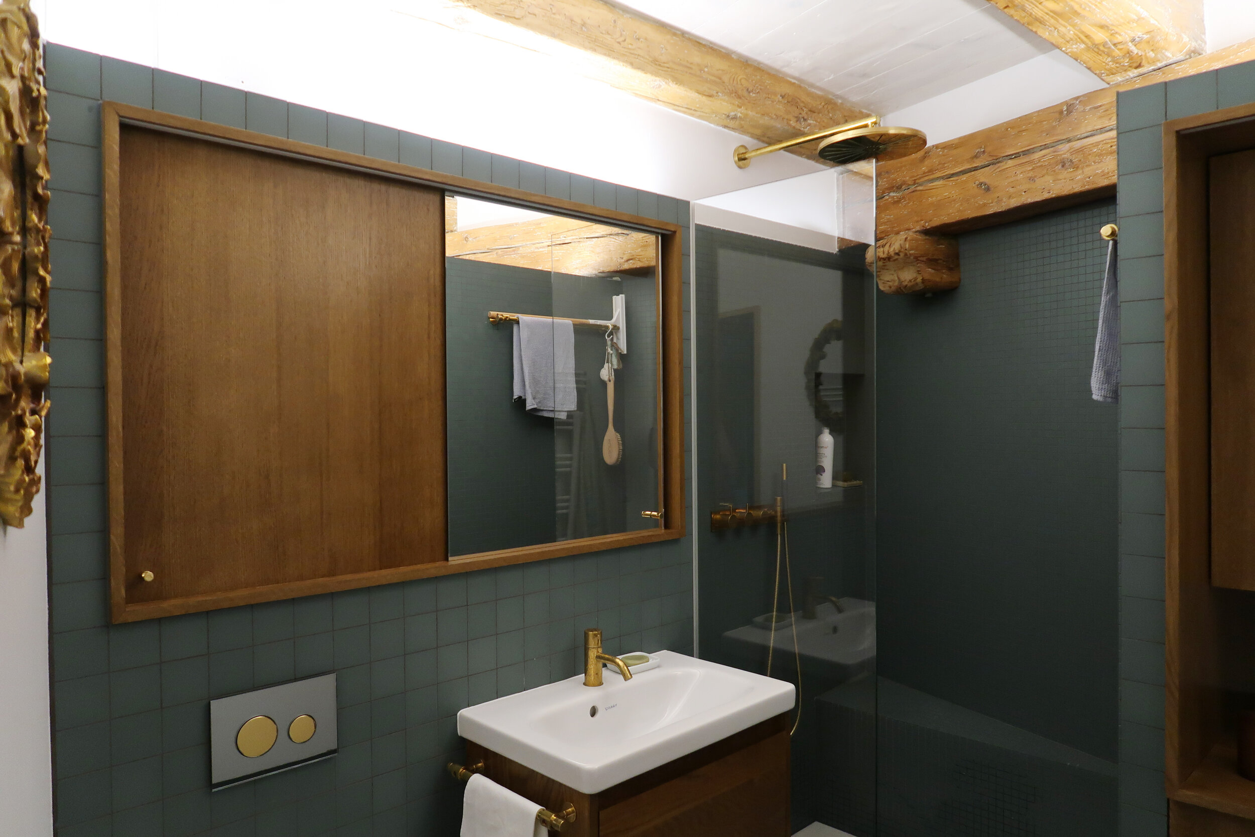 Graham worked with Jean-Michaël (jean-michael.taillebois@sunrise.ch) to help develop this beautiful bathroom.