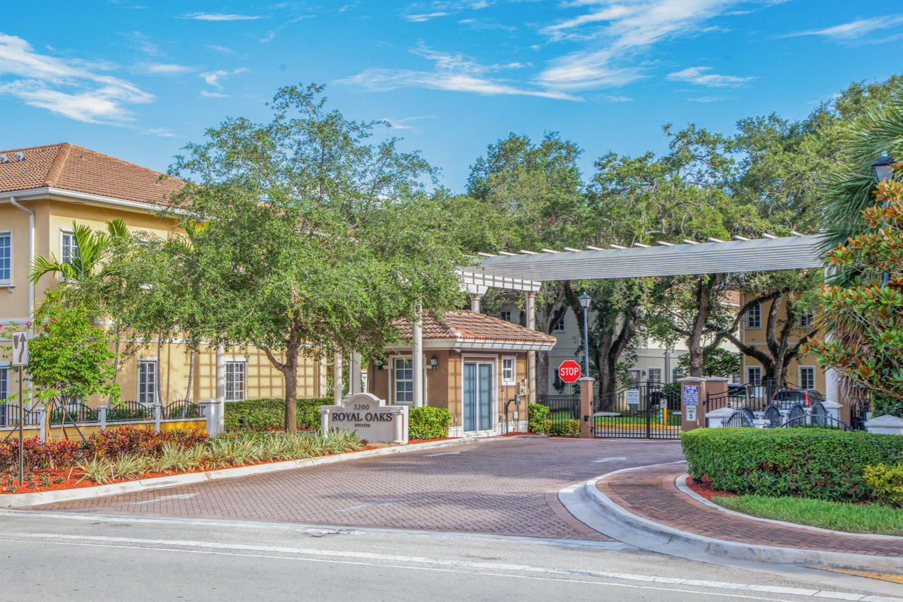 HOLLYWOOD, FLORIDA Royal Oaks