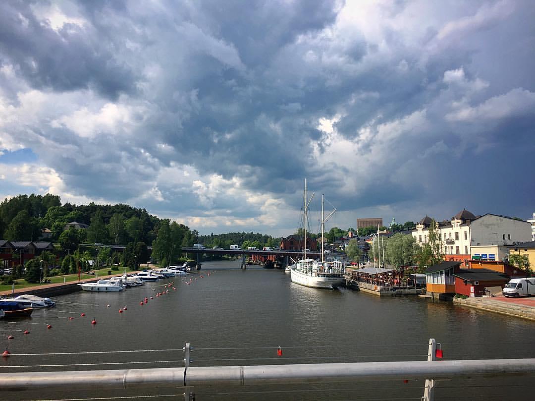 Uhkaavat pilvet porvoon pohjoispuolella