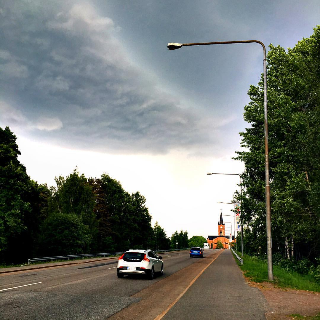 Joku omituinen pilvimassa vyörymässä Loviisaan.