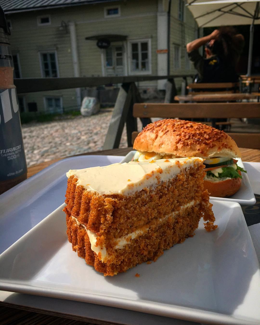 Ansaittu setti Fannyn kahvilassa vanhassa Porvoossa