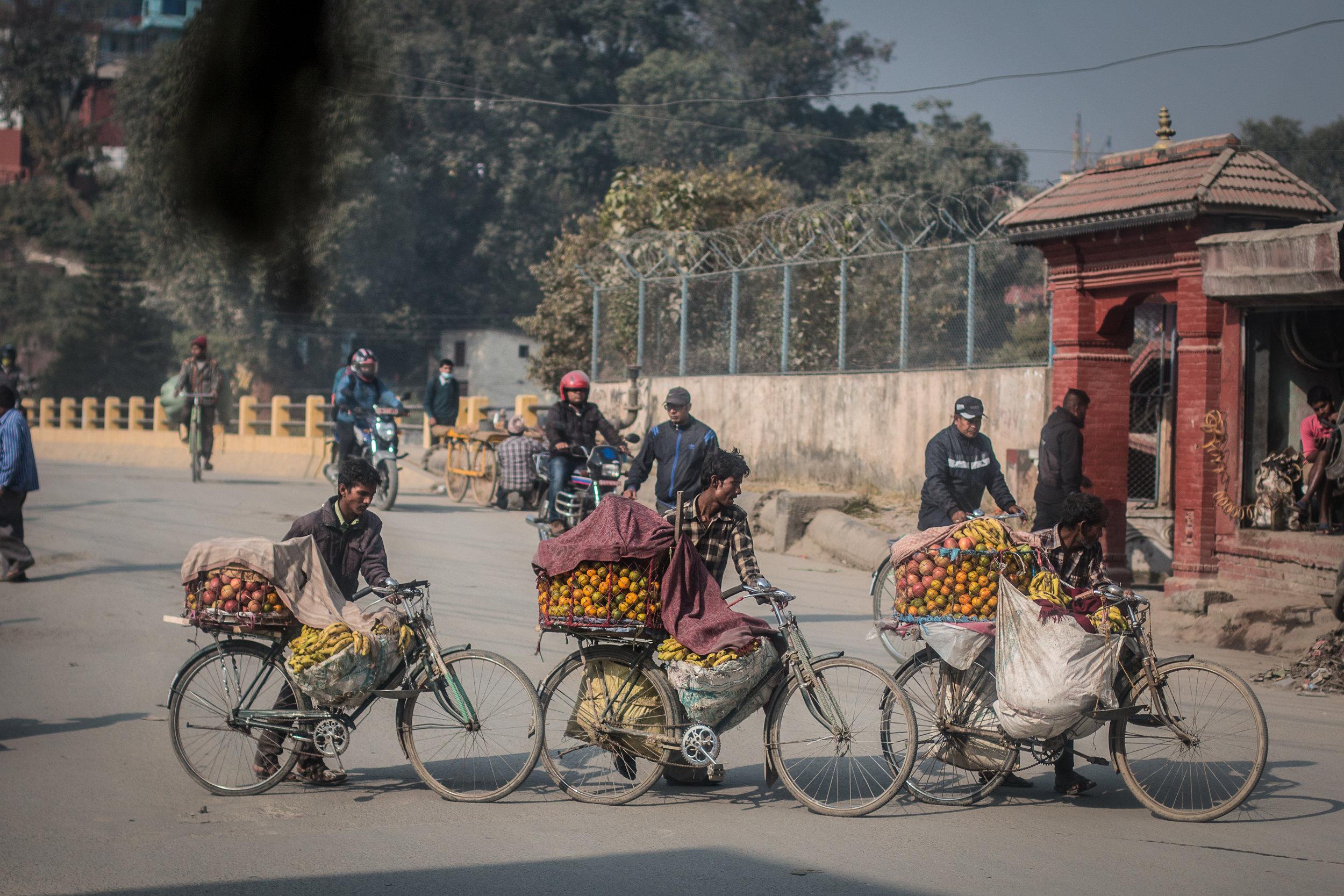 Kathmandun liikenteessä näkee kaikenlaista.