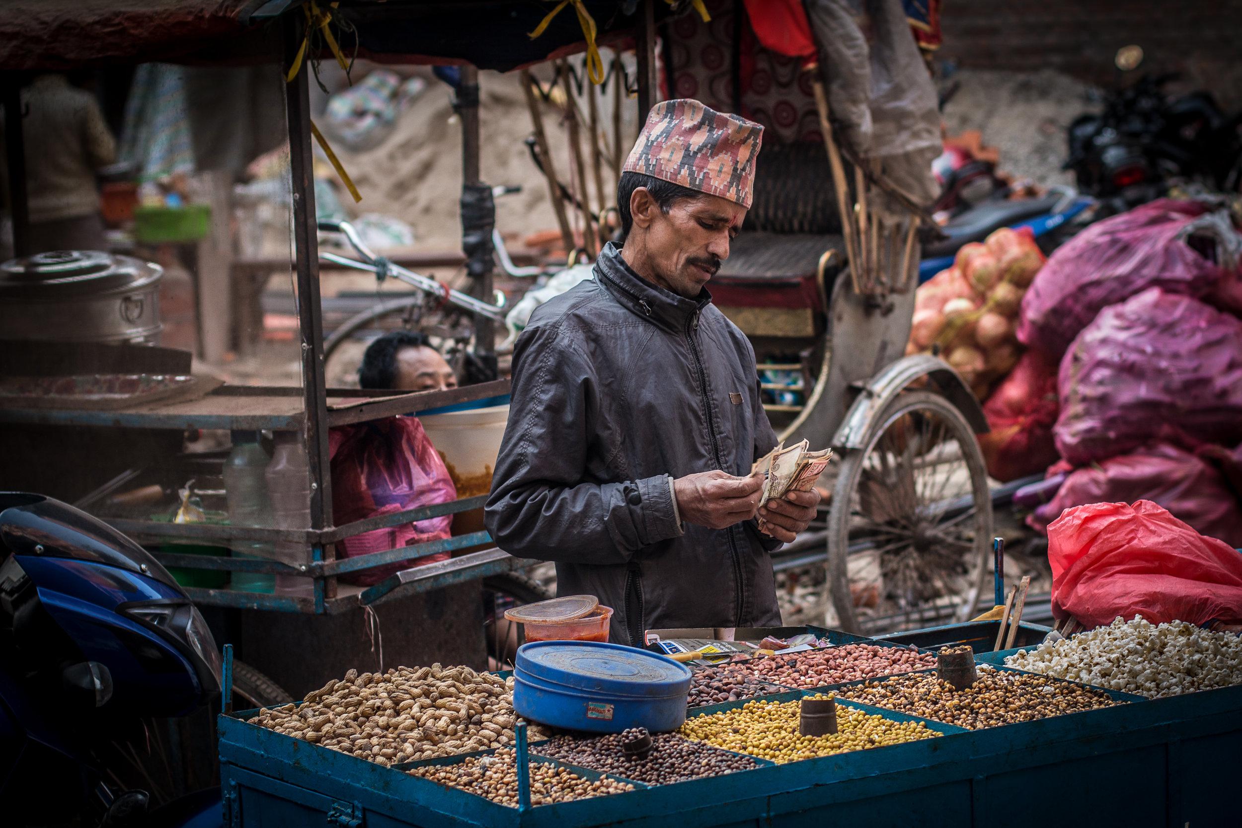 Thamelin syvyyksistä löytyvä paikallinen markkina-alue on hieno mesta. Kaikenlaista myynnissä ja täynnä paikallisia.