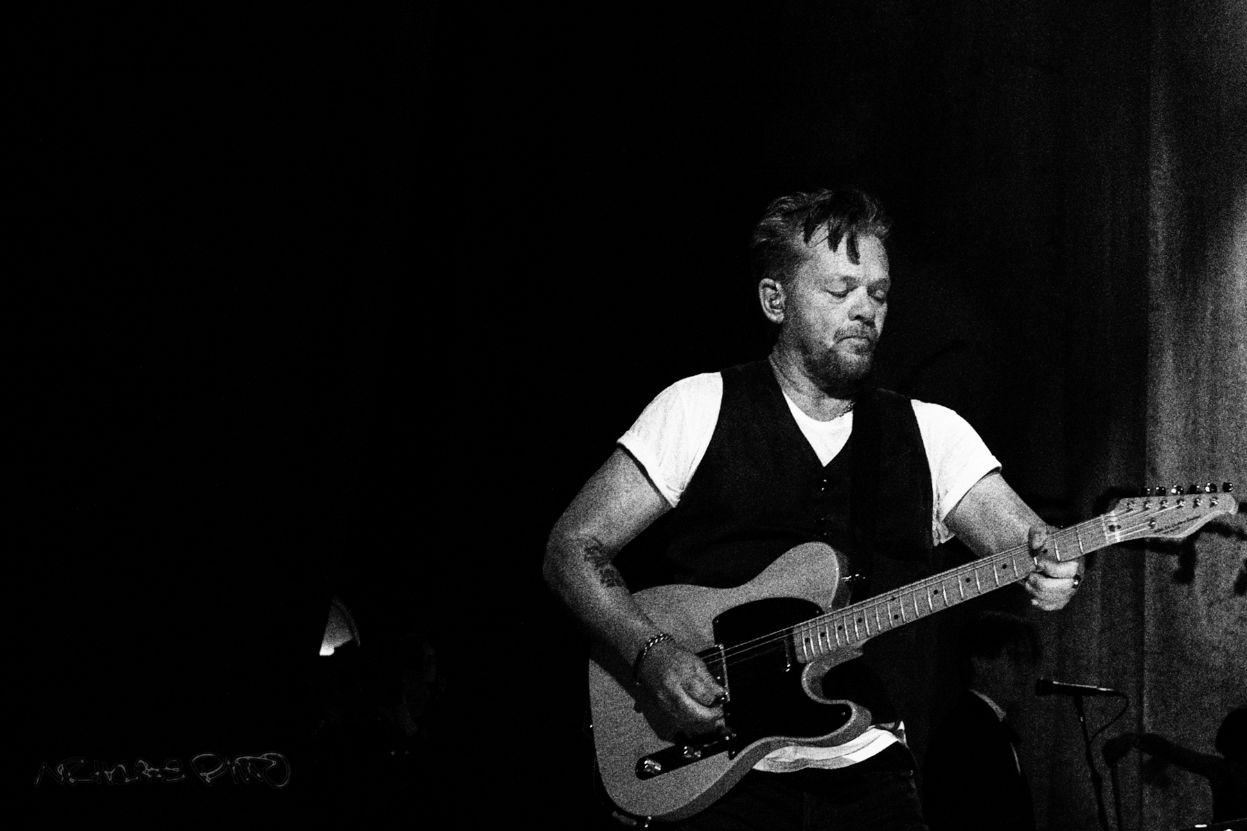 John Mellencamp giving a raw and beautiful performance in Chicago.