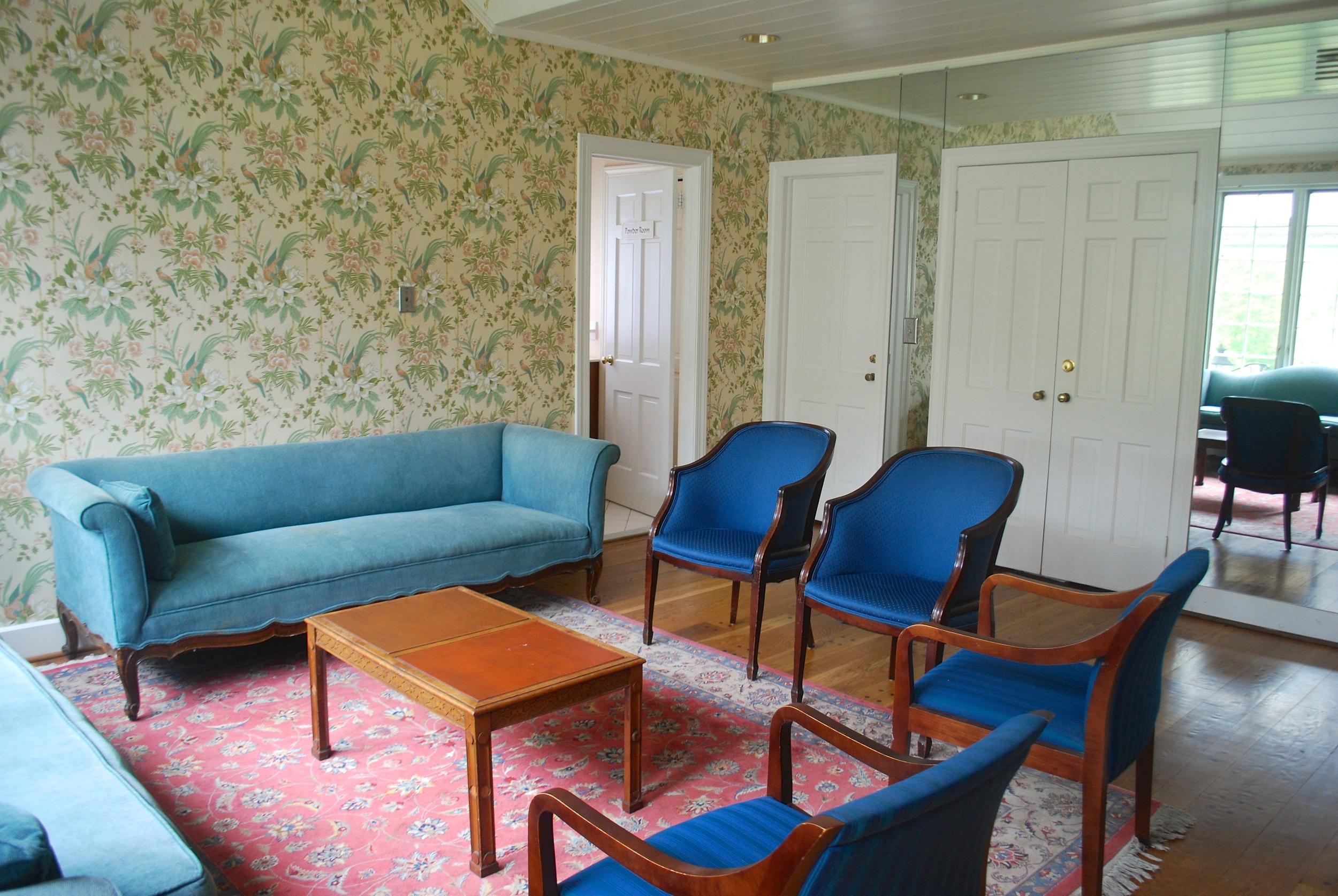 Lounge/Brides' Room