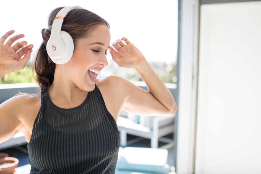 JAINA ORTIZ- WB- HEADPHONES LISTENING TO MUSIC DANCING.jpg