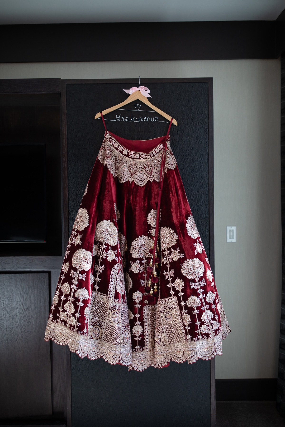 Le_Cape_Weddings_-_Serena_and_Kylash_-_Chicago_South_Asian_Wedding_-_Bride_Getting_Ready-5.jpg