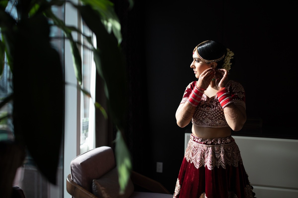 Le_Cape_Weddings_-_Serena_and_Kylash_-_Chicago_South_Asian_Wedding_-_Bride_Getting_Ready-31.jpg