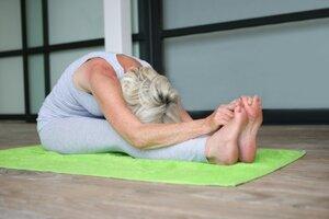 14210190_S_Yoga_woman_senior_feet_stretching_.jpg