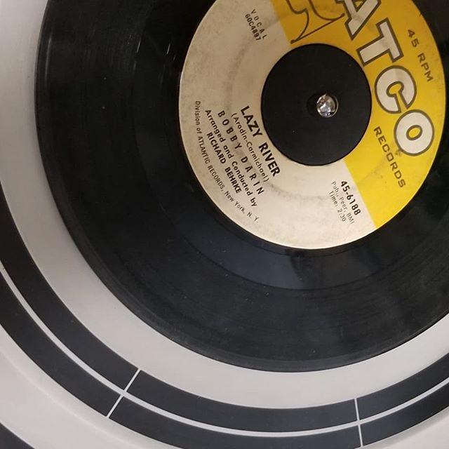 Jukebox Afternoon with some fun 45's we just found. #45records #postmodernjukebox #willynelson #simonandgarfunkel #themomasandthepapas #bobbydarin #midcenturymusic #midcenturymodern #redjacketresidential #identityindesign #theredjacket #bangandolufsen #kcandthesunshineband