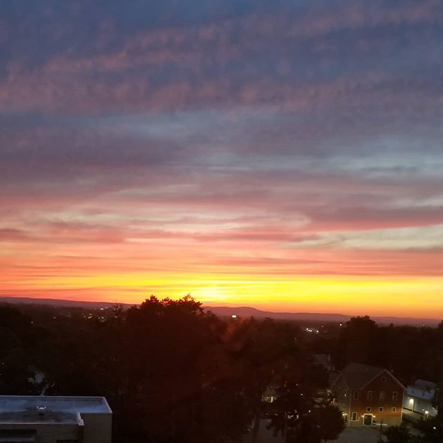 Even NJ got some of last night's spectacular sunset action. #sunset #nycresidentialstaging #hackensack #redjacketresidential #hirise #aroomwithaview