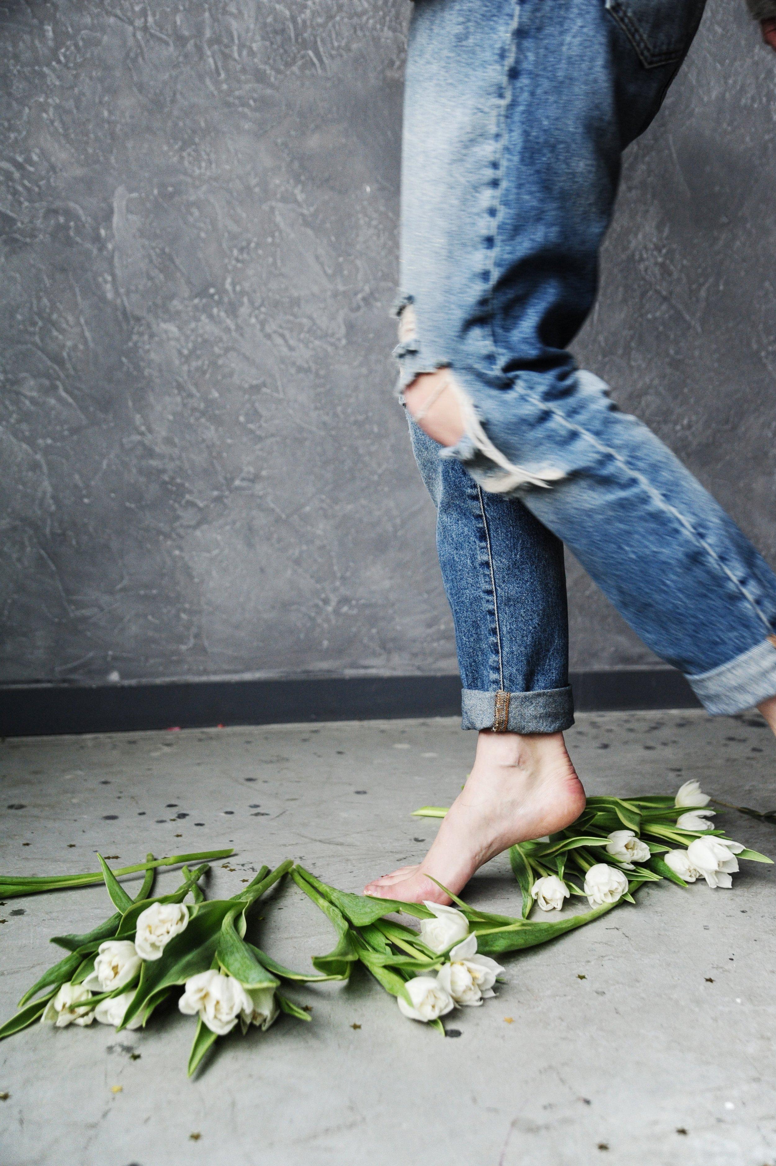 adult-denim-pants-flowers-709812.jpg