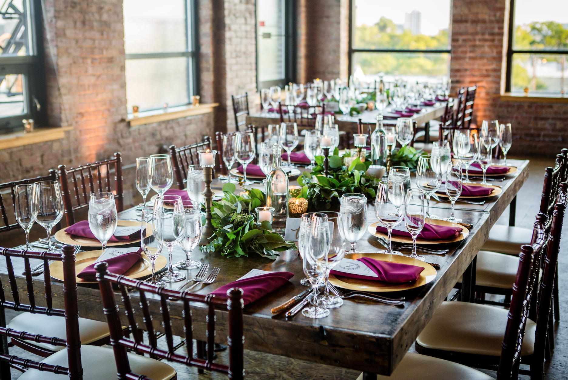 The Burgundy napkins add a ton of color here.