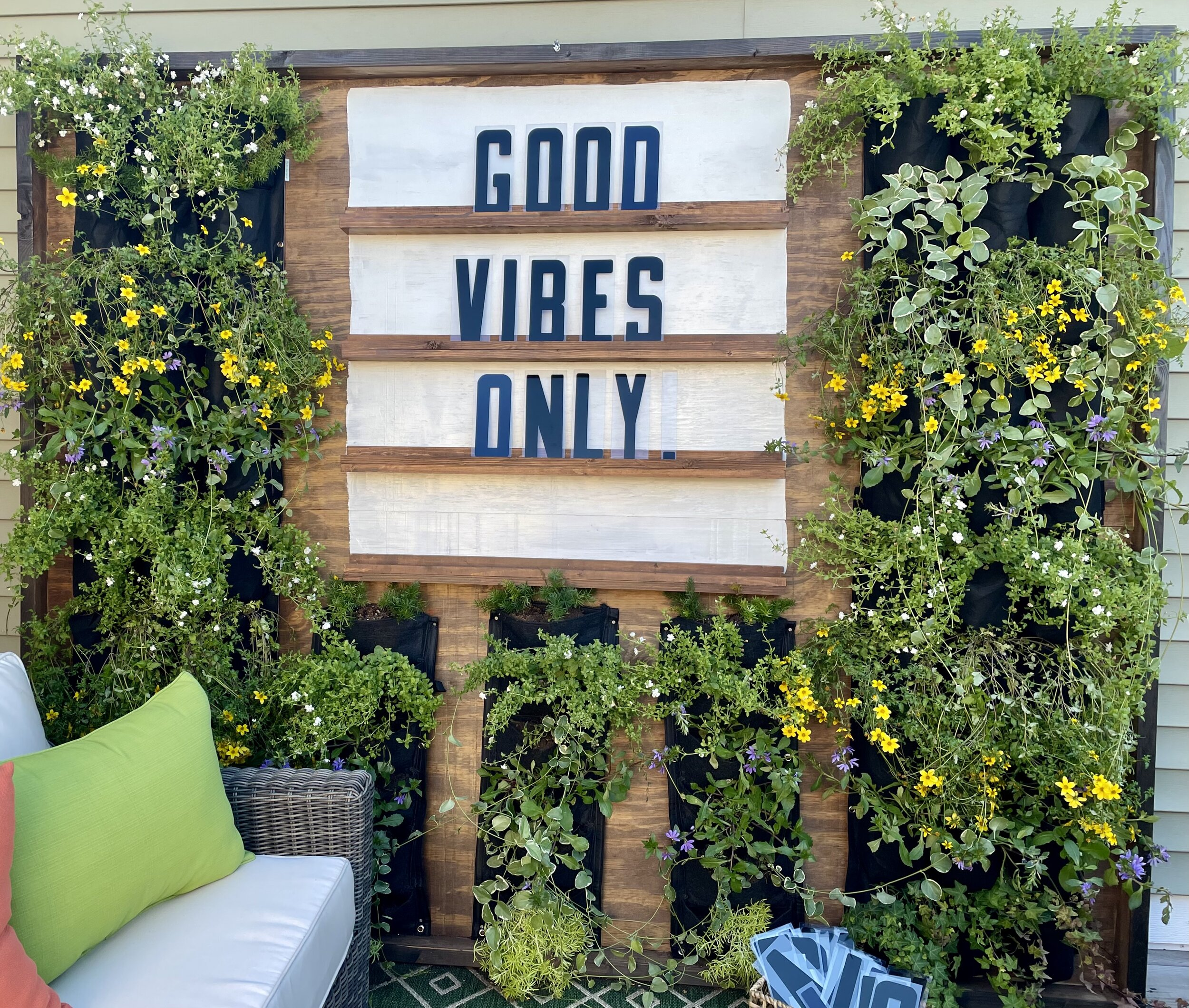 Outdoor Living Wall DIY