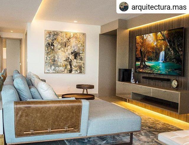 Obrigado Arquitetura.mas por permitir  a minha arte fazer parte do seus projetos #Repost @arquitectura.mas • • • • • Um toque  de madeira e cores suaves,  dão ares acolhedores à esta sala. @arquitectura.mas @andredantas_arq @maurysantana_arquiteto foto @michellesanzeredinicio #arquiteturabrasileira #interiordesign #architec #wrobjetos #allumeiluminacao #estofados #decor #interiores #interiordesign #design #life #style #trend #decoraçãodeambientes #arquiteturapernanbucana