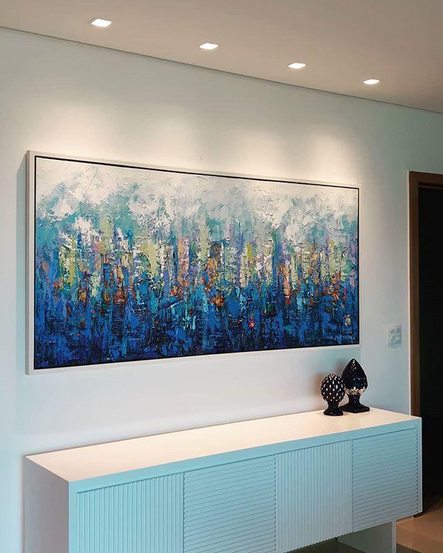 """No ambiente, na bela Reserva do Paiva: Da serie """"cidades imaginárias armonia azul 195 x 90 cm Acrílico sobre tela técnica mista 2019  #sergioestebanartista #artoftheday #gallery #paint #painting #instaart #creative #artwork #art #artist #inspiration #artgallery #artislife #arte #arteempernambuco #argentinosporelmundo #invistaemarte #blur#city #cidade #abstrato #abstractpainting #acrilicosobretela #colagem #acrilicpaint #arquitetos #arquiteturapernambucana #decoraçãodeambientes"""