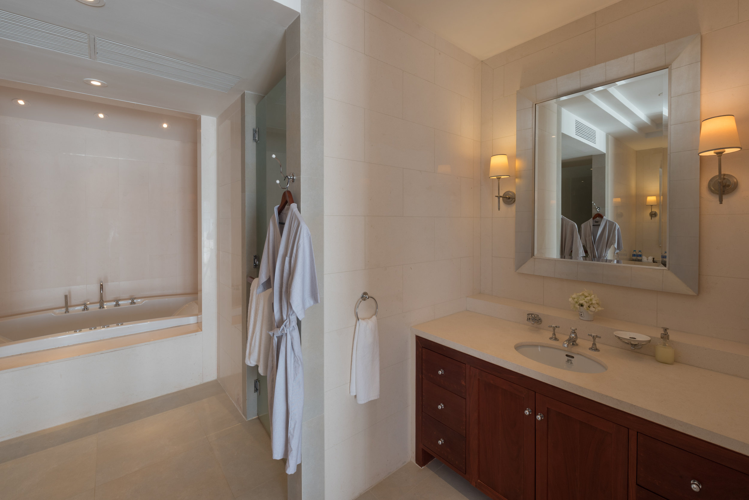 Master Suite Bathroom (2).jpg