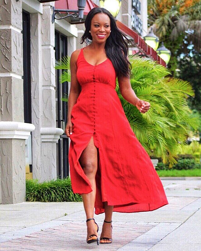 When you want to relax on your day off and spend some time out, throwing on a casual fun maxi dress is what you should do. #positivethoughts Beauty has so many forms, and I think the most beautiful thing is confidence and loving yourself. Wink! Happy weekend, babes! #positivevibes #uptownwithmickaa #bossbabe www.mickaa.com/store