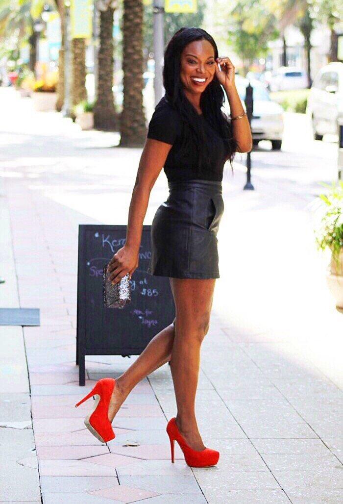 Little+Black+Leather+Skirt.jpg
