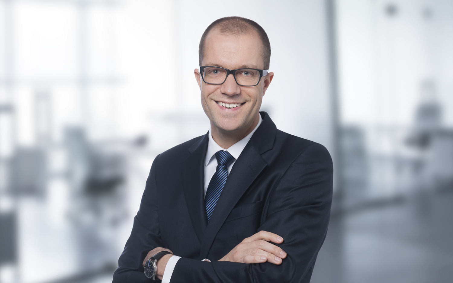 Manuel Dubler  Managing Partner MSc Computer Science  Having started his consulting career in 2005, Manuel led and delivered dozens of projects in Switzerland, UK and Asia. While his banking expertise covers many wealth management related topics, he is known for his conceptual skills and his ability to lead large teams through complex and demanding programs or to recover troubled projects in the role of a turnaround manager.