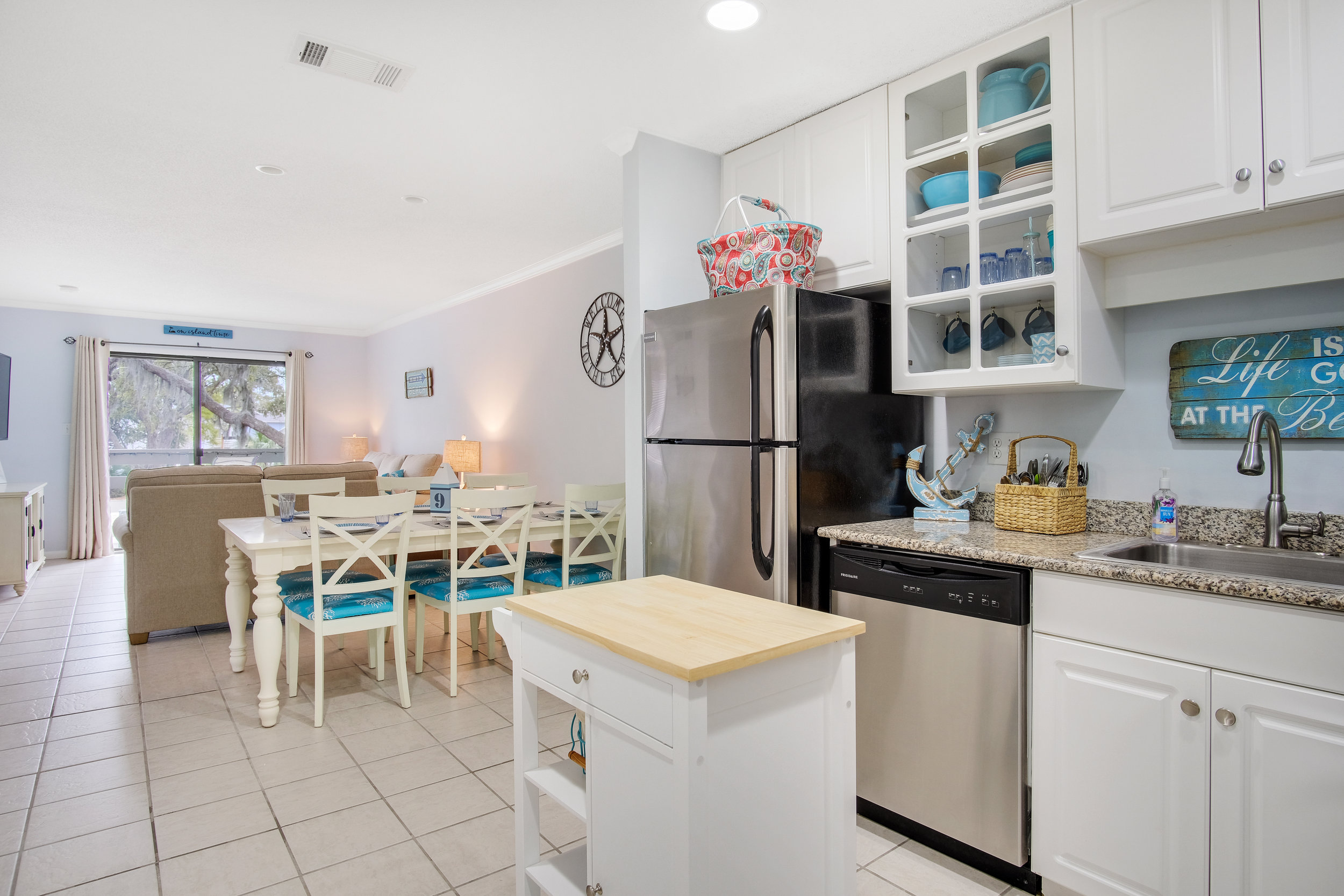 Fiddlers Cove 12 - LOCATION: Folly FieldSQUARE FOOTAGE: 757BEDROOMS: 2SLEEPS: 6BATHROOMS: 2PETS: NoHIGHLIGHTS: Recently renovated, easy walk to Folly Field beach, pools and other great amenities.TO BOOK directly with the owner visit their site.