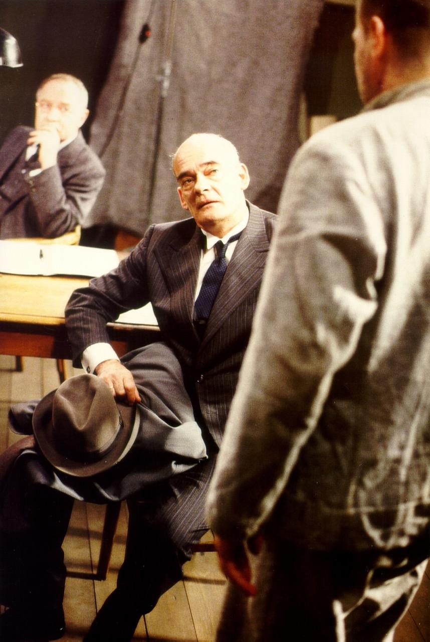 """HANS-MICHAL REHBERG als Kommissar Rätz in """"Der Totmacher"""" von Romuald Karmakar (D 1995). © 1995 Pantera Film GmbH"""