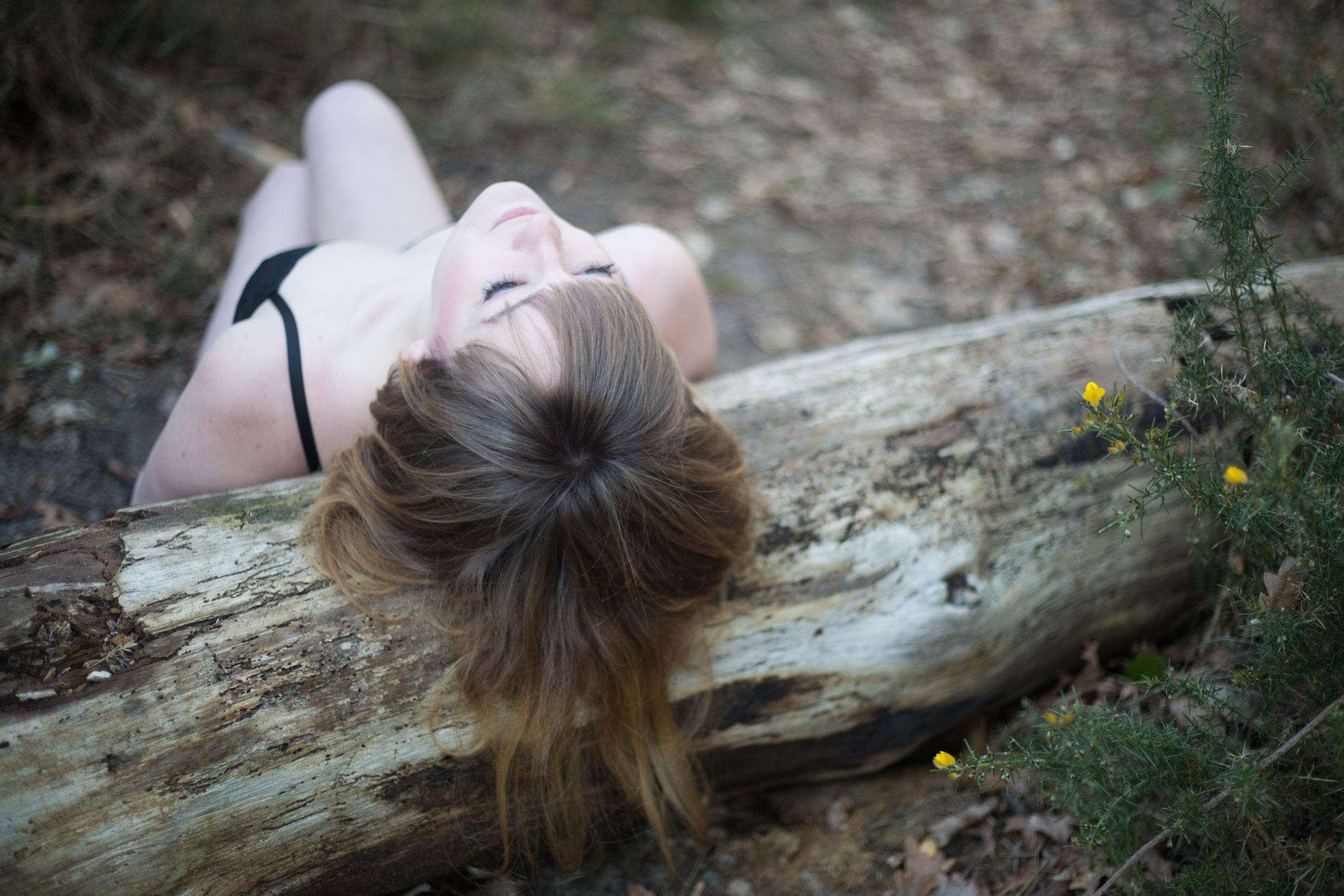 seance love&be photographe bordeaux dordogne portrait lingerie nature pauline maroussia p