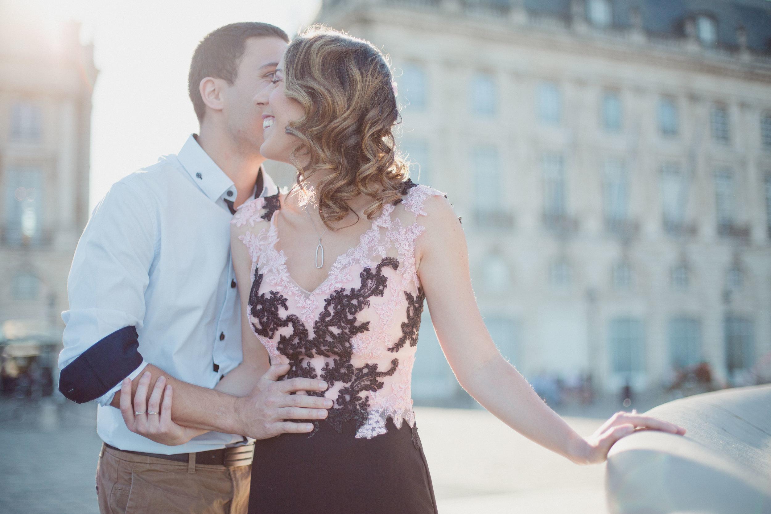 love story seance couple engagement chic Bordeaux photographe Pauline Maroussia P