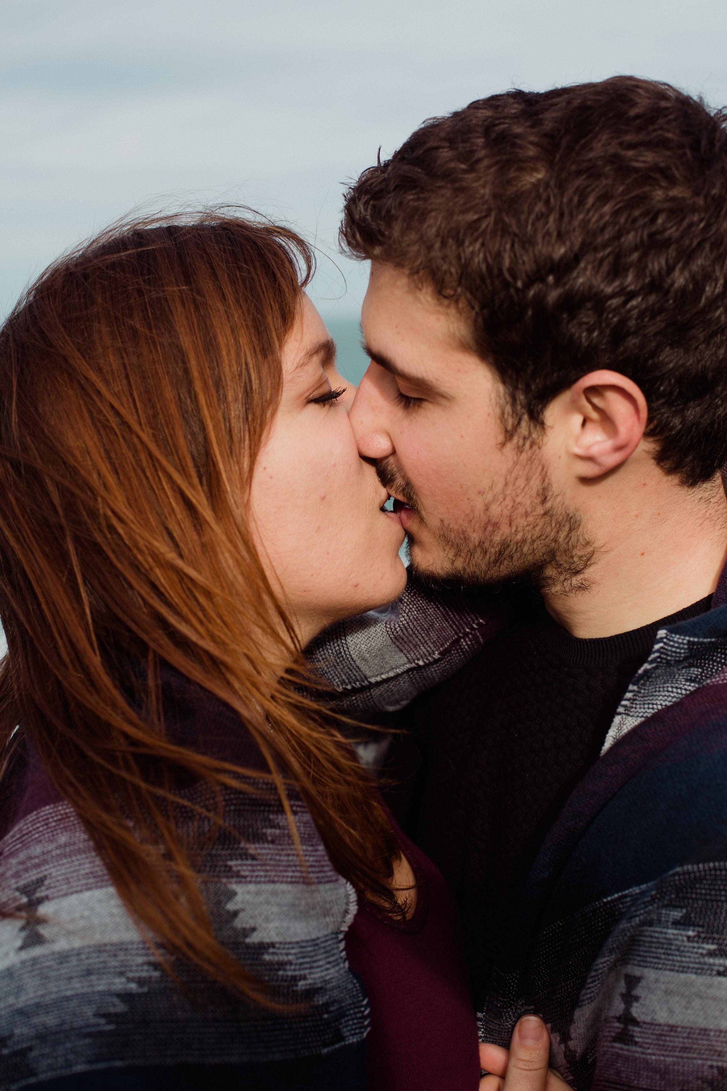 love story seance photo couple falaises Espagne Santander