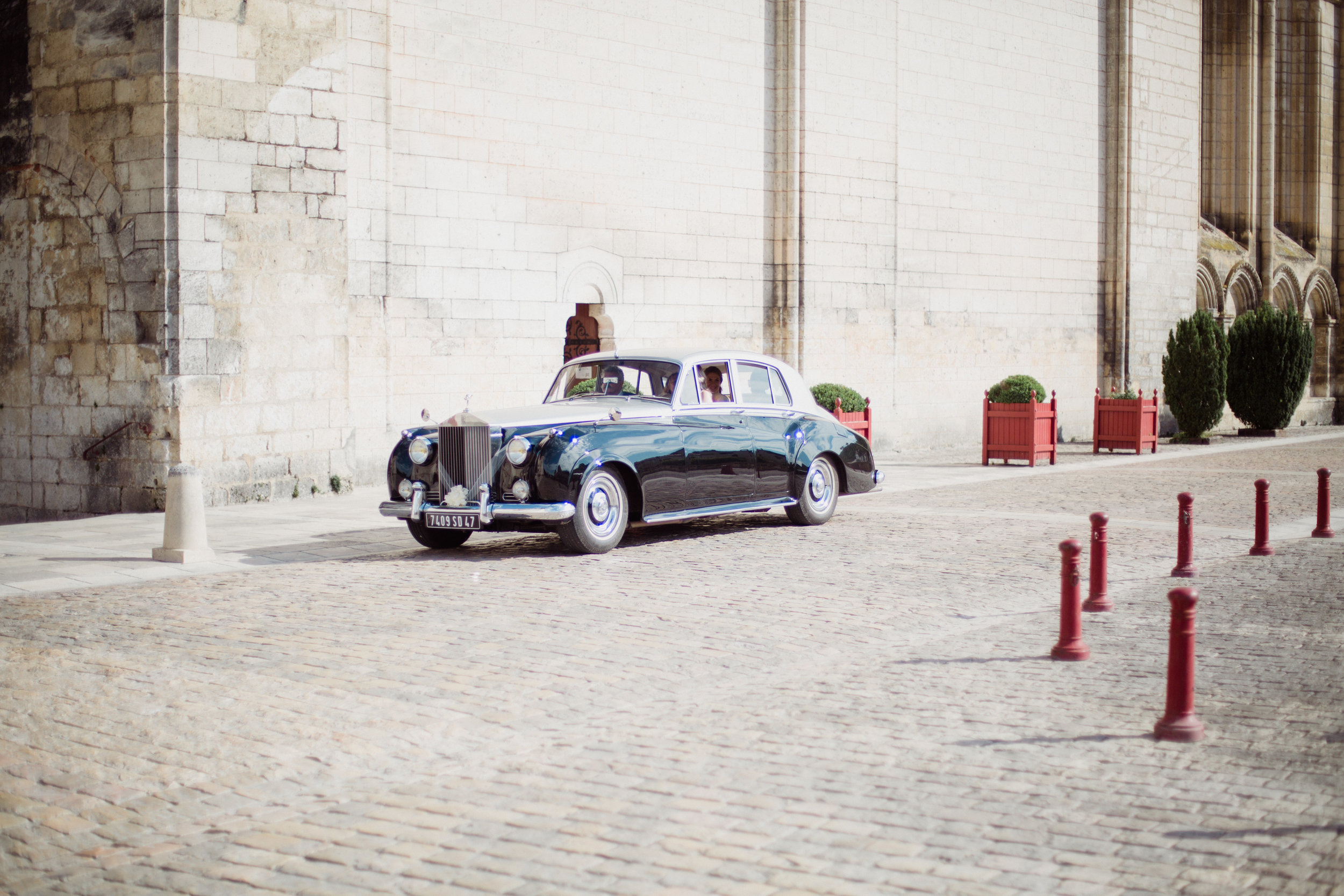 Mariage Voiture Rolls Royce Dordogne Périgord Restaurant Moulin de l'Abbaye Brantome Photographe Pauline Maroussia P Bordeaux