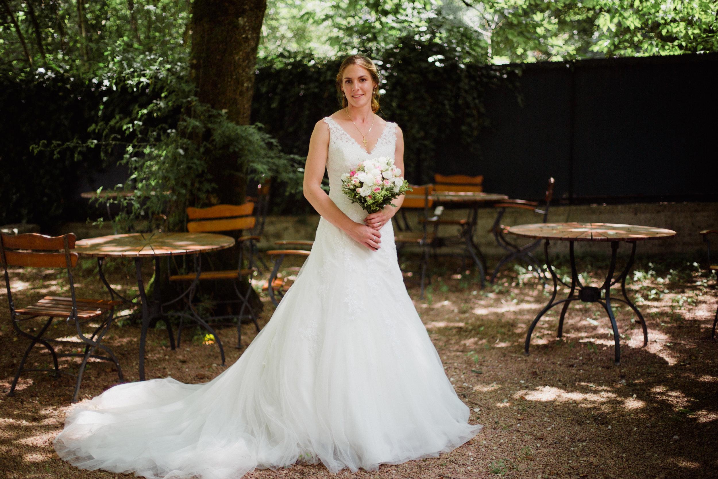 Mariage pas de chignon Dordogne Périgord Restaurant Moulin de l'Abbaye Brantome Photographe Pauline Maroussia P Bordeaux