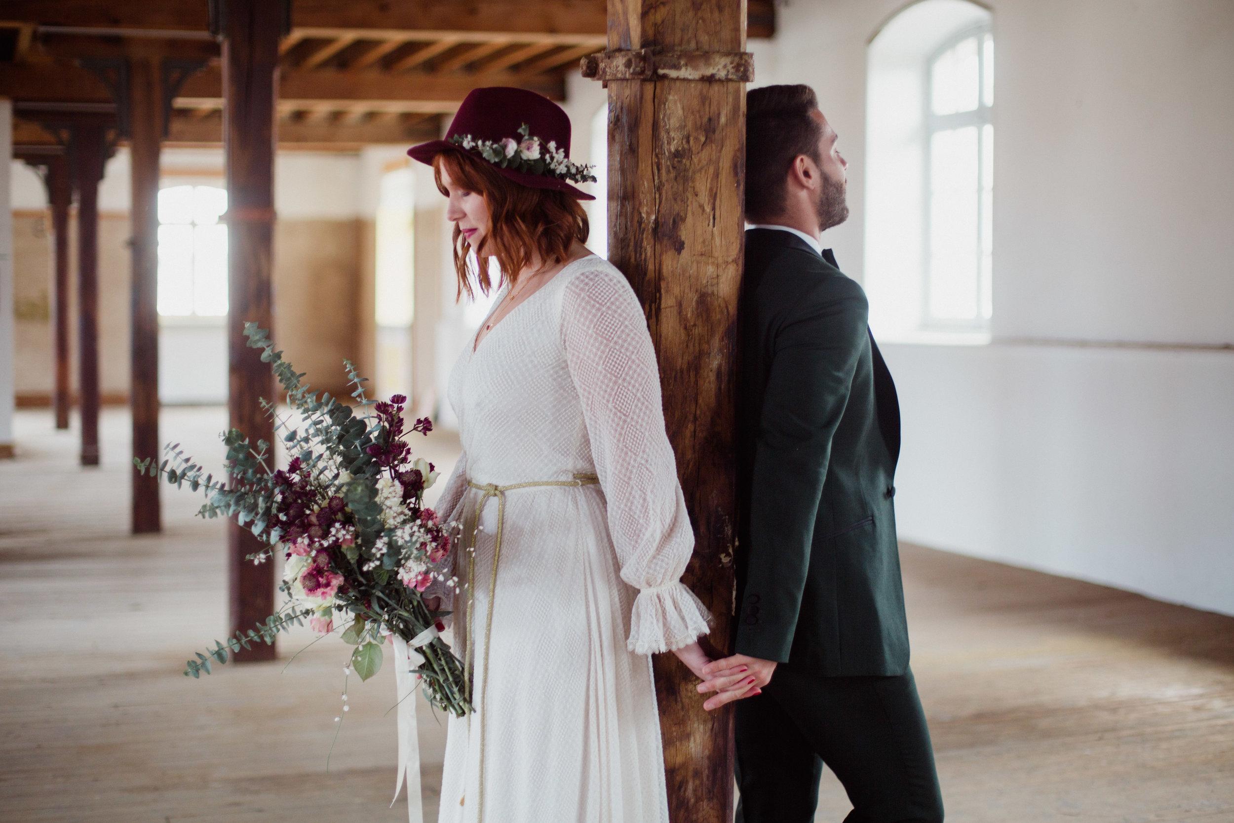 mariage_folk_rock_bordeaux_centre_photographe_dordogne_pauline_maroussia_robes_mariages_wednesday_atelier