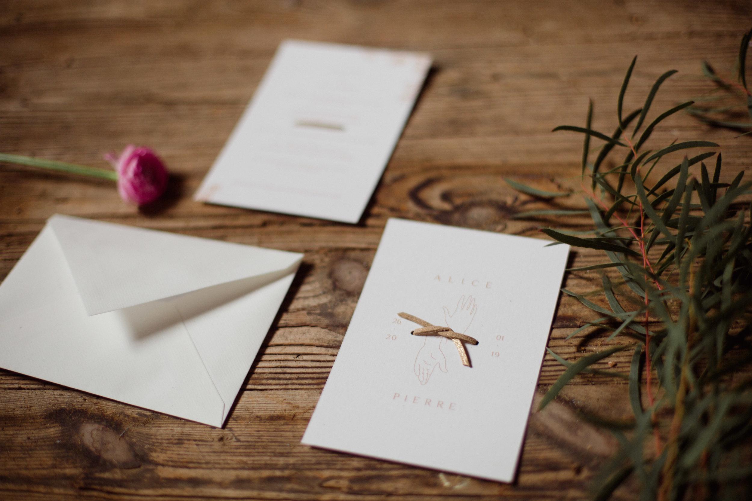 mariage_folk_rock_bordeaux_centre_photographe_dordogne_pauline_maroussia_robes_mariage_wednesday_atelier