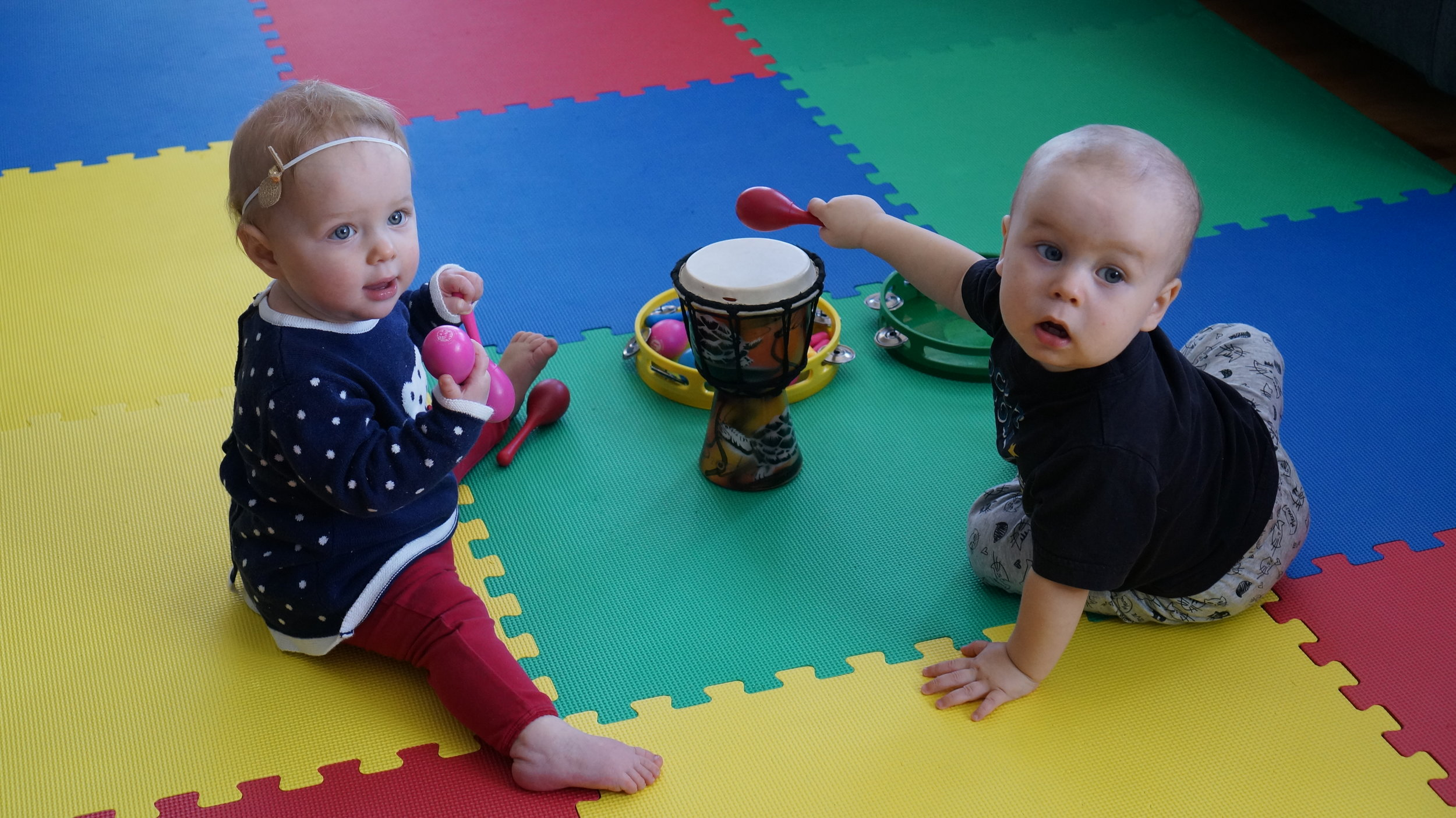 NORTH MUSIC THERAPY - Fun and engaging music groups work on social, motor, language, and pre-academic skills. Babies explore their surroundings through music and parents learn new songs.