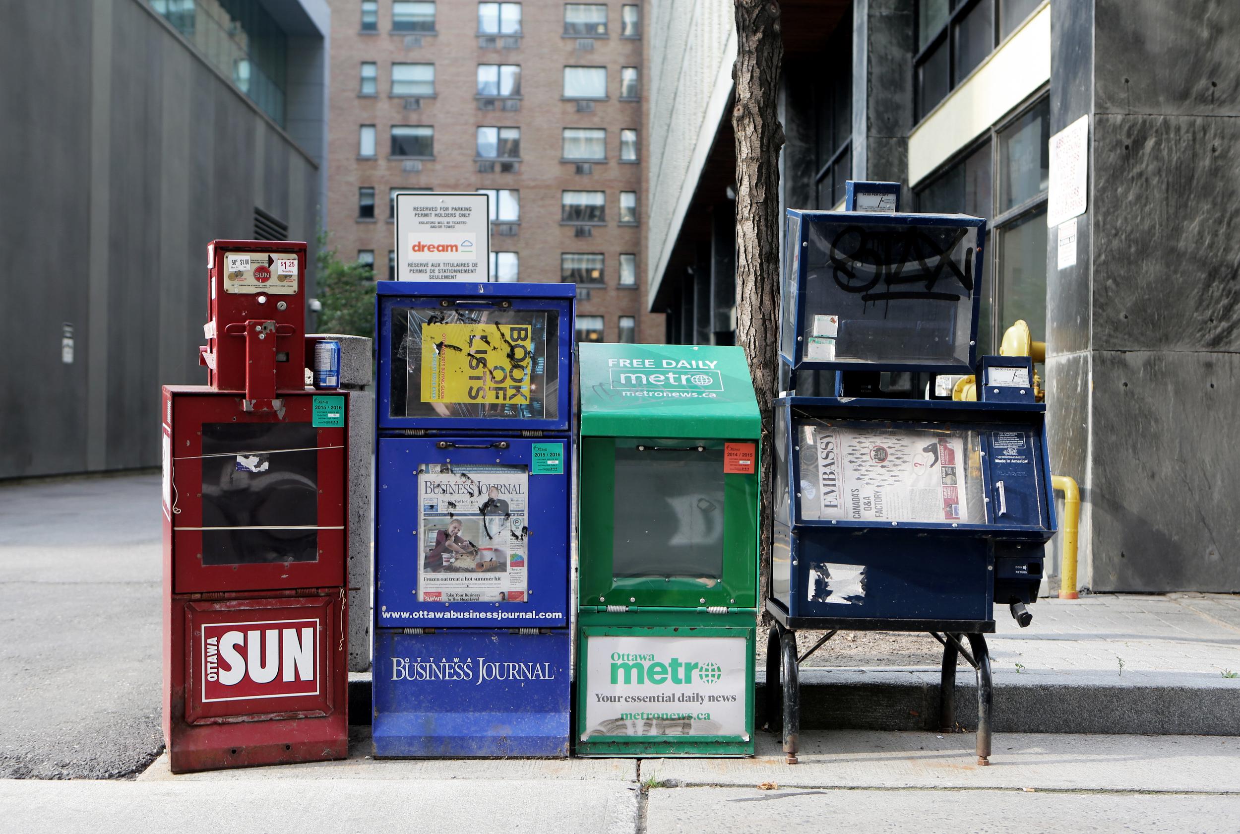 Life-of-Pix-free-stock-photos-city-distributors-newspapers-AlexisDoyen.jpg